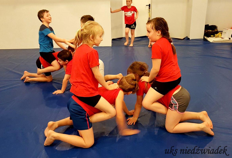 DYWAGACJE O SPORCIE I JEGO ZNACZENIU W ŻYCIU CZŁOWIEKA – Cz. III :  Sport jako czynnik prawidłowego rozwoju fizycznego dziecka.